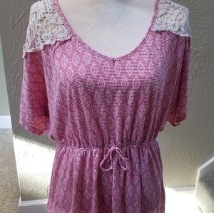 16W tunic, very cute! With lace shoulders